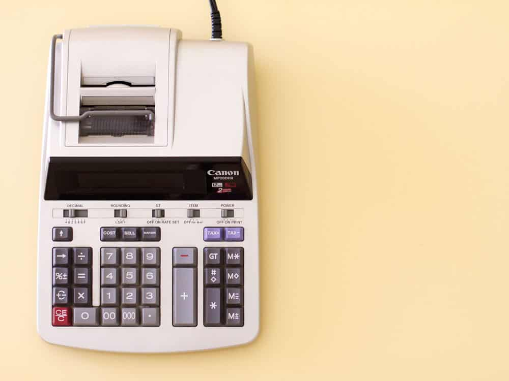 calculating accounts with business central - picture of an old calculator